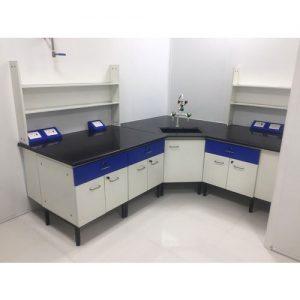 Bàn thí nghiệm góc khung C phòng thí nghiệm