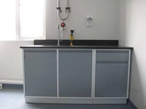 Bàn tủ thí nghiệm khả năng chống hóa chất và nhiệt độ cao