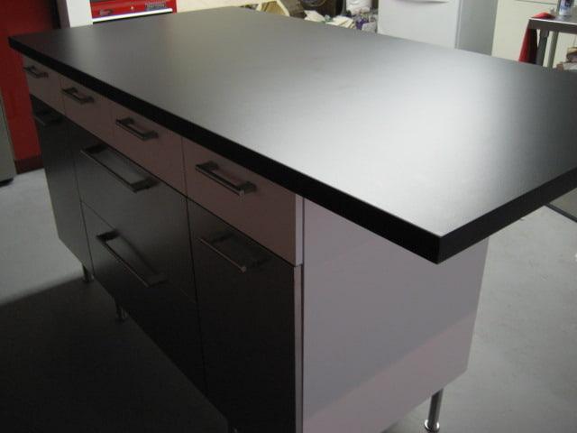 Ưu điểm dùng bề mặt nhựa Epoxy làm mặt bàn thí nghiệm