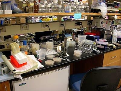 Mặt bàn thí nghiệm bằng nhựa laminate phòng thí nghiệm công nghệ