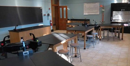 Mô hình thiết kế bàn thí nghiệm 3 mặt trường học