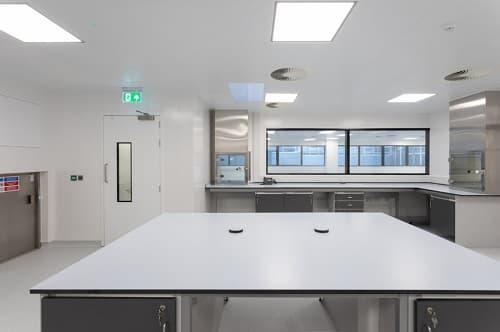 Nội thất bàn phòng thí nghiệm cho ngành dược phẩm