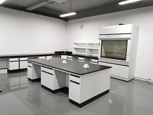 Vật liệu nào tốt cho bàn thí nghiệm vật lý hóa chọc